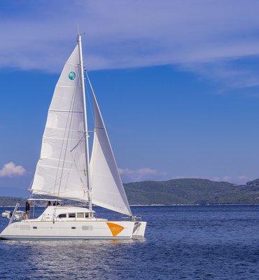 White Sails - 6 Yachts