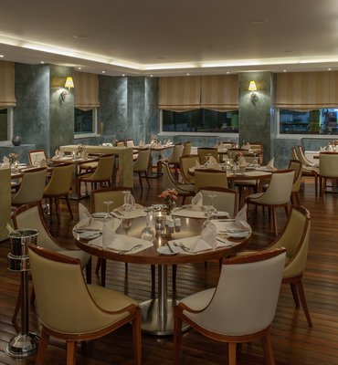 THEOXENIA PIREAS - 8 Hotels