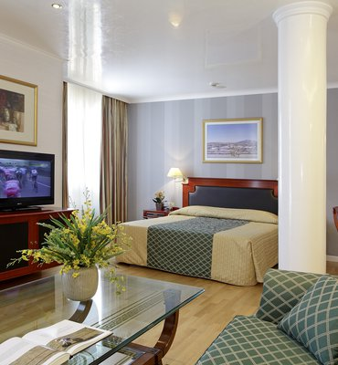 THEOXENIA PALACE - 2 Hotels