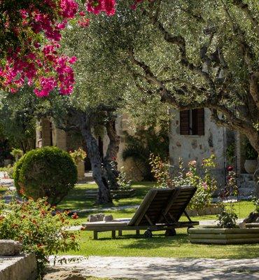 Paliokaliva village - 10 Hotels